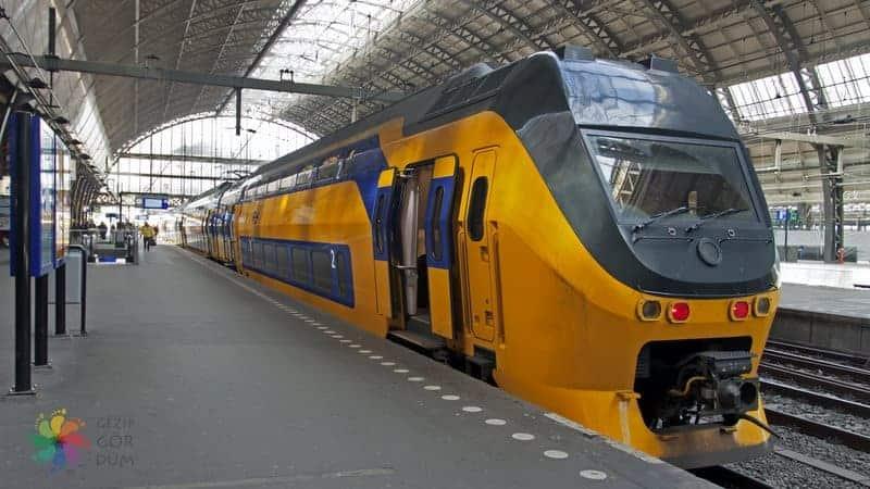 Schiphol Amsteradm havaalanı şehir merkezi treni