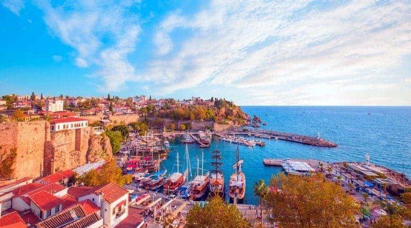 Antalya'da Nerede Kalınır? Bölgeler ve Otel Tavsiyeleri