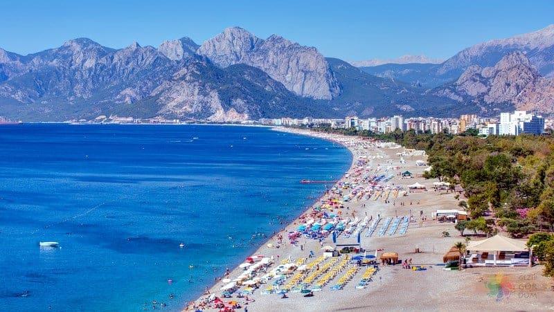 Antalya'da görülmesi gereken yerler konyaaltı plajı