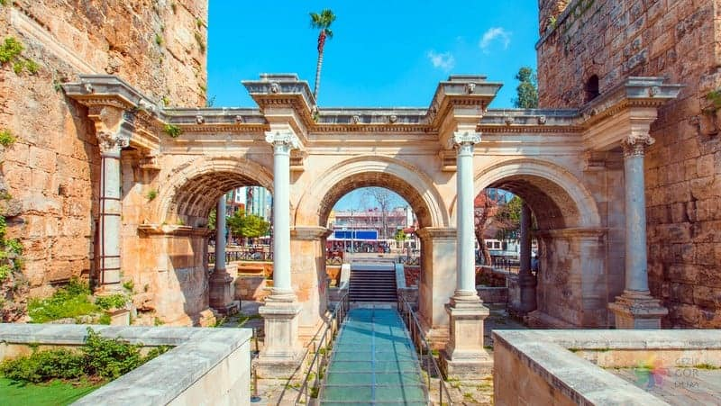 Antalya gezisi Hadrian Kapısı Üçkapılar