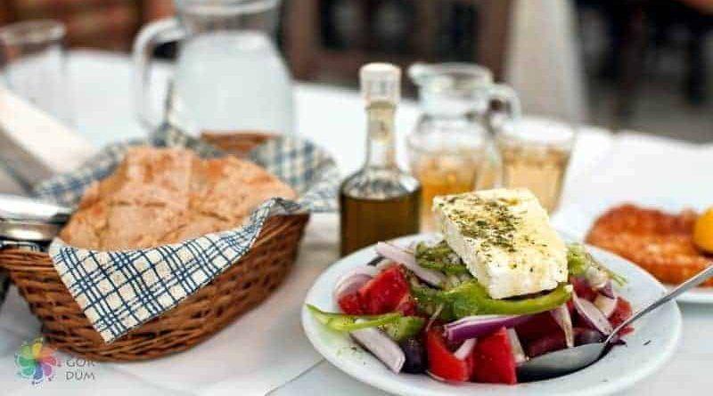 Atina'da Ne Yenir? En Popüler Yöresel Yemekler
